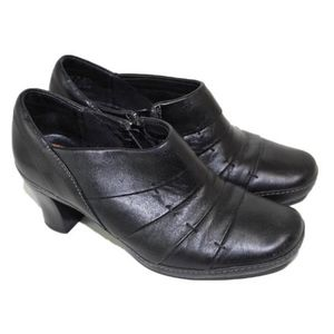 Clarks Artisan Black medium Heel boots.7M